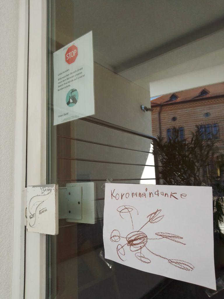 Korona, nein Danke: Beim Friseur Falcone soll das Virus draußen bleiben