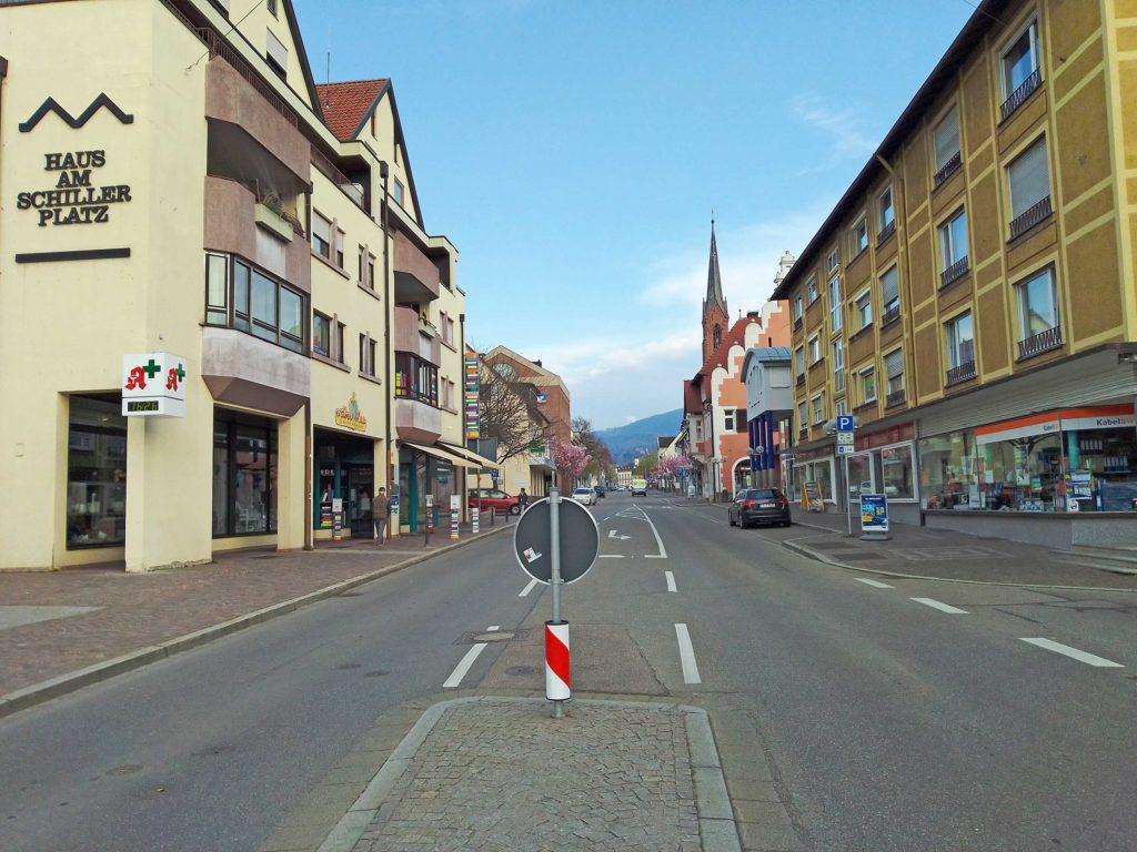 Leere Werderstraße Freitagnachmittag um 16.30 Uhr