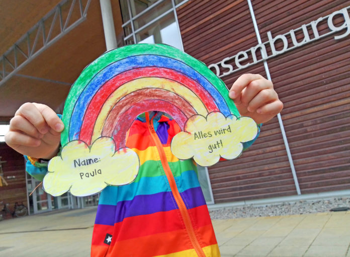 Regenbogen mit Hoffnung an der Rosenburg-Grundschule: Alles wird gut!