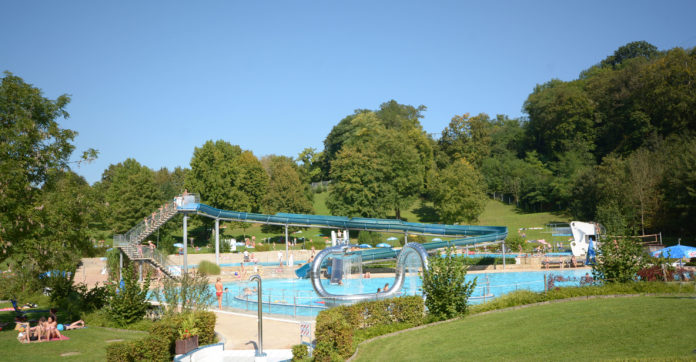 Juhu - Müllheims Schwimmbad öffnet endlich. (Foto: Stolzenburg)