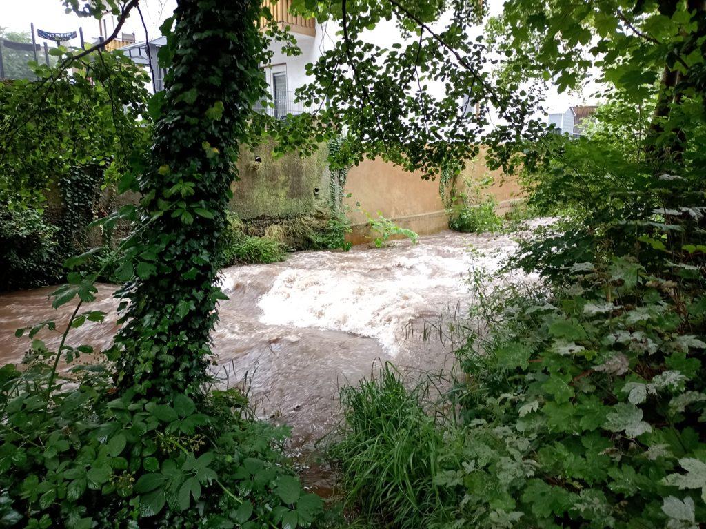 Der Klemmbach ist heute eine reißender Fluss