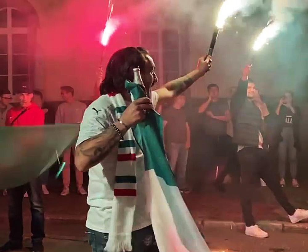 Italien-Fans feiern auf der Werderstraße. [Foto: Pinseria Don Ciccio]